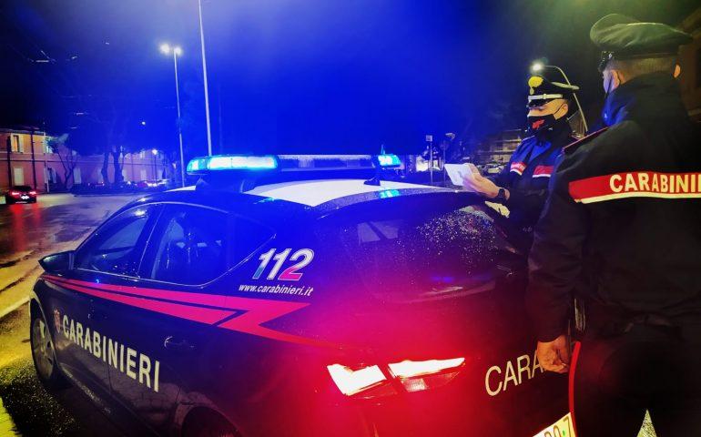 Quartu, si schianta sulle auto in sosta dopo aver bevuto troppo: 26enne denunciata
