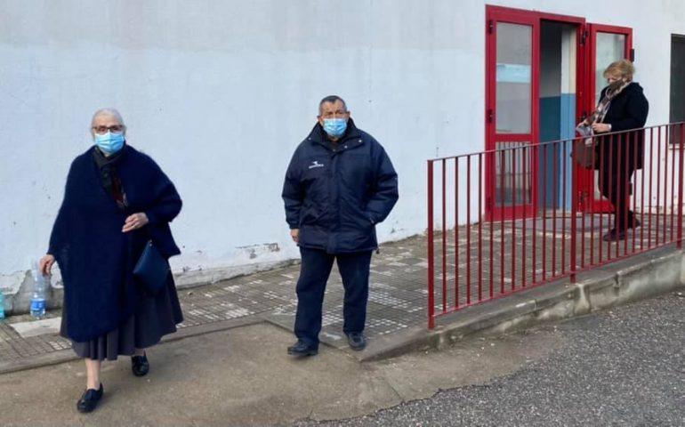 L'esempio di due anziani: un'immagine fortemente simbolica per la campagna screening a Tortolì