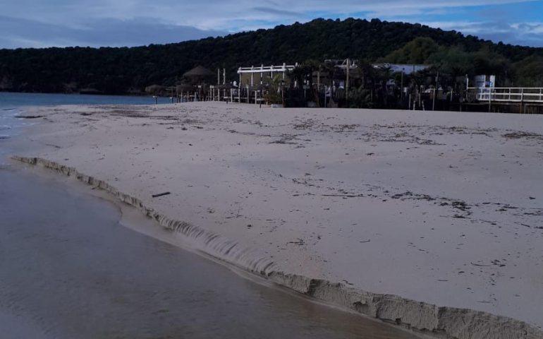 """Tuerredda, la denuncia del Grig: """"Il chiosco occupa la spiaggia anche d'inverno"""""""