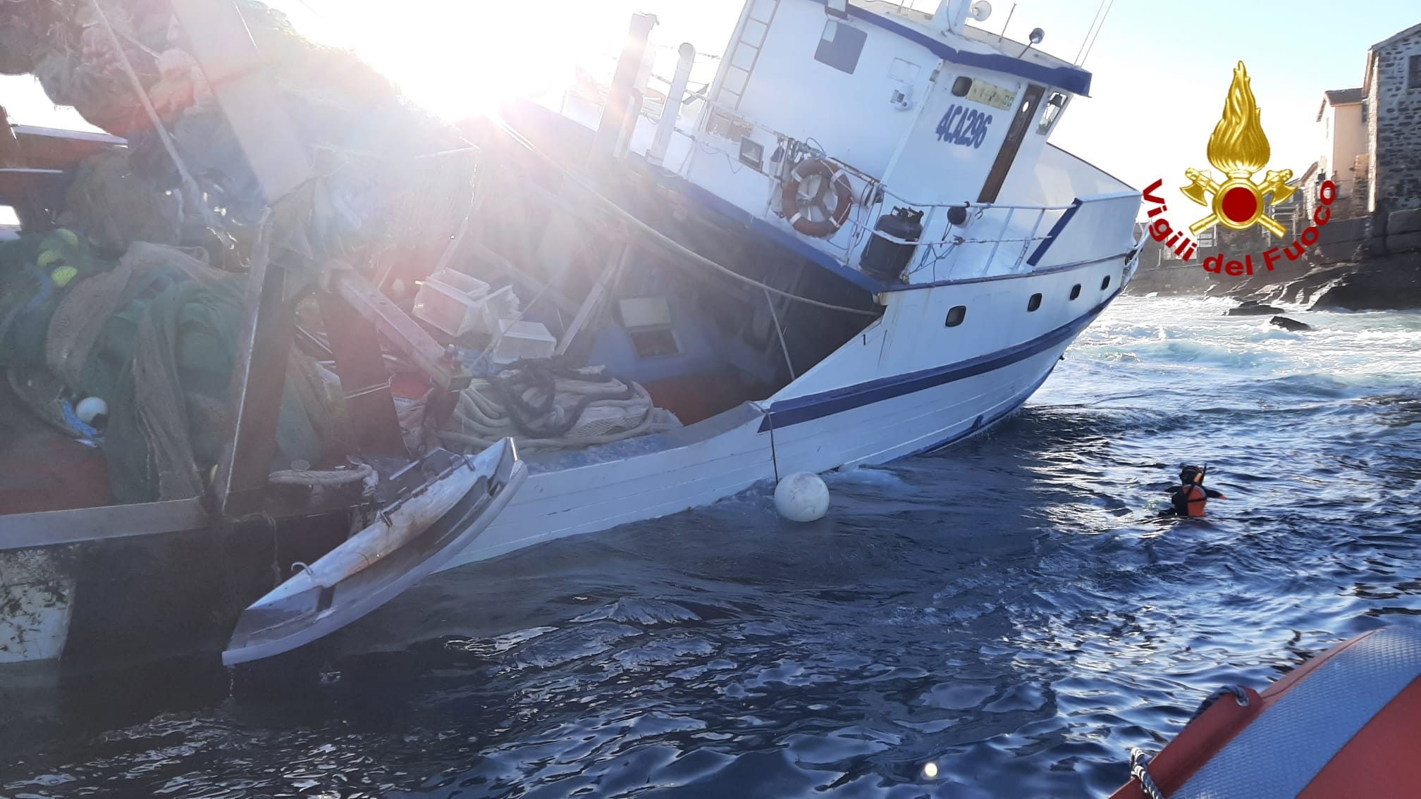 peschereccio-incagliato-carloforte (2)
