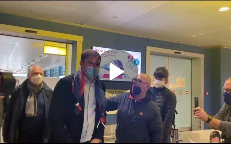 (VIDEO) Semplici arriva a Cagliari: atmosfera tesa e nessun commento. Stasera la conferenza stampa
