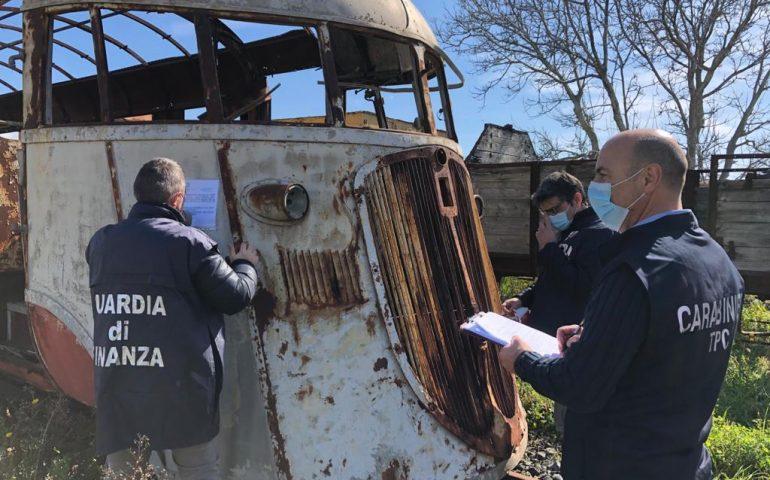 Treni storici abbandonati: sequestrati 30 mezzi nelle stazioni sarde