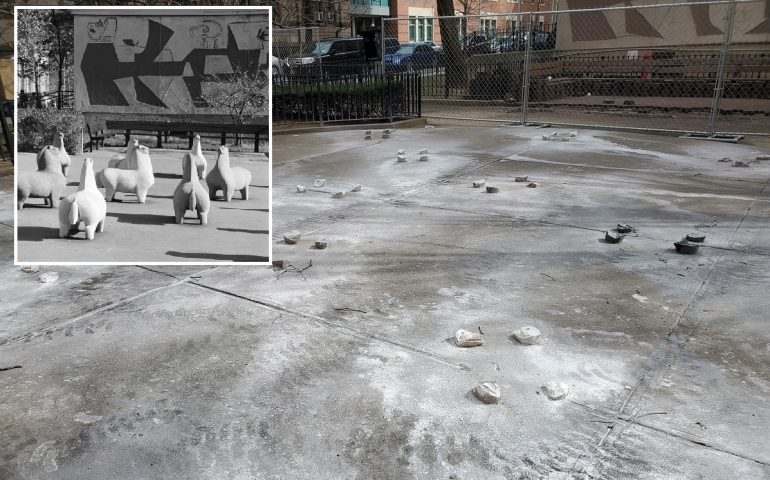 """(FOTO) Le statue di Nivola a New York distrutte """"a colpi di mazza"""" per una riqualificazione"""