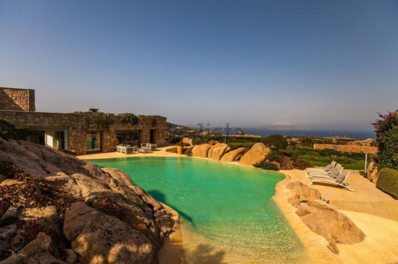 Villa a Baja Sardinia venduta da Sotheby's Italia - Foto Idealista