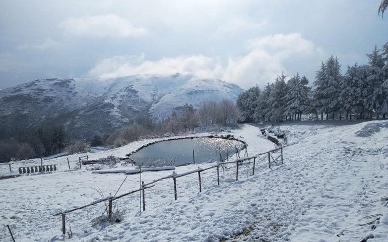 Primavera 2021: in Sardegna quest'anno è bianca. Le immagini della neve a Fonni