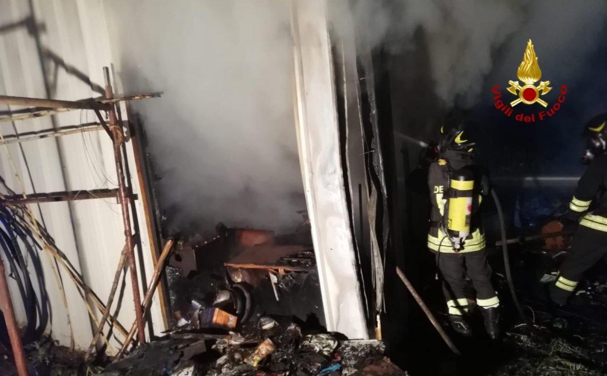 San Sperate: fiamme in roulotte, muore carbonizzato ...