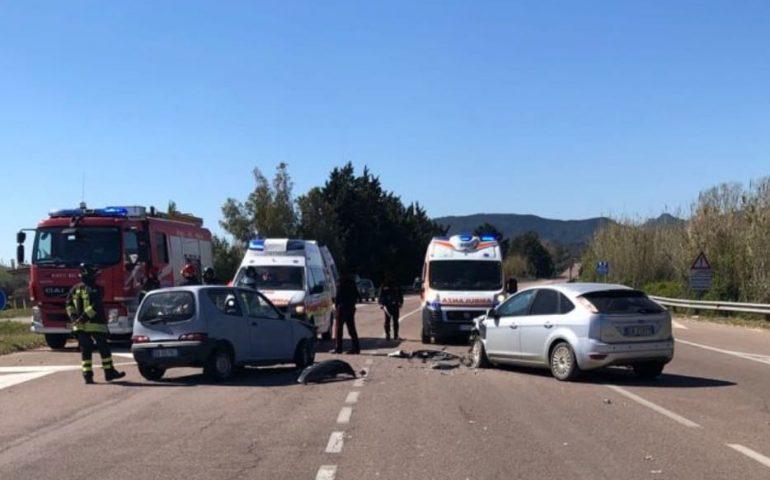 Violento scontro tra due auto sull'Orientale: grave un giovane