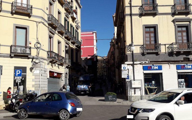 """Cagliari salvo, in piazza Yenne la """"paura"""" dei festeggiamenti: centro blindato e polizia schierata"""