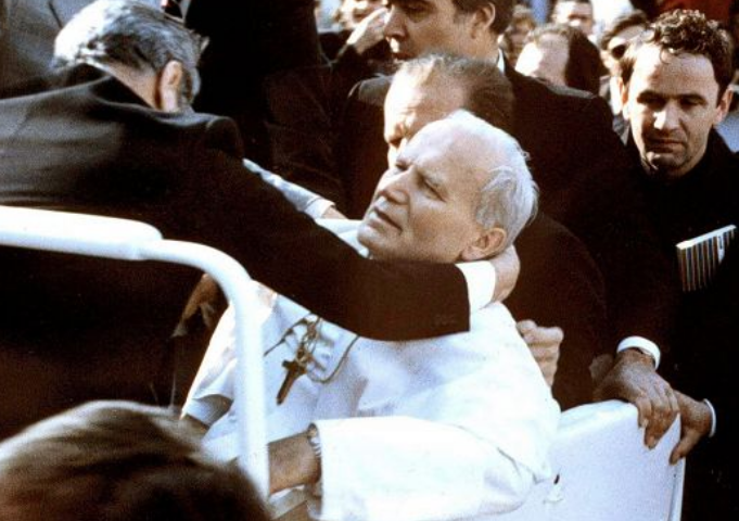 Accadde oggi: 13 maggio 1981, il terrorista turco Ali Agca spara a Papa Giovanni Paolo II