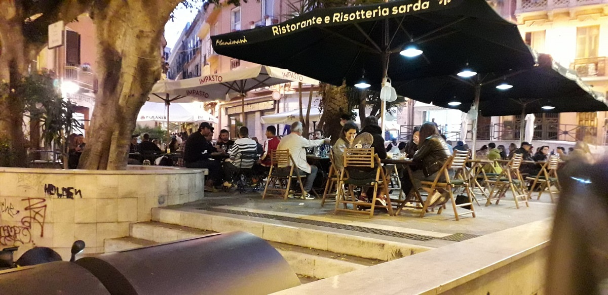 (VIDEO) A Cagliari si torna a cena in ristorante: