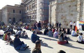"""(VIDEO) Giornata contro l'omofobia, a Cagliari 'Frocie alla riscossa': """"In tanti soffrono ancora"""""""
