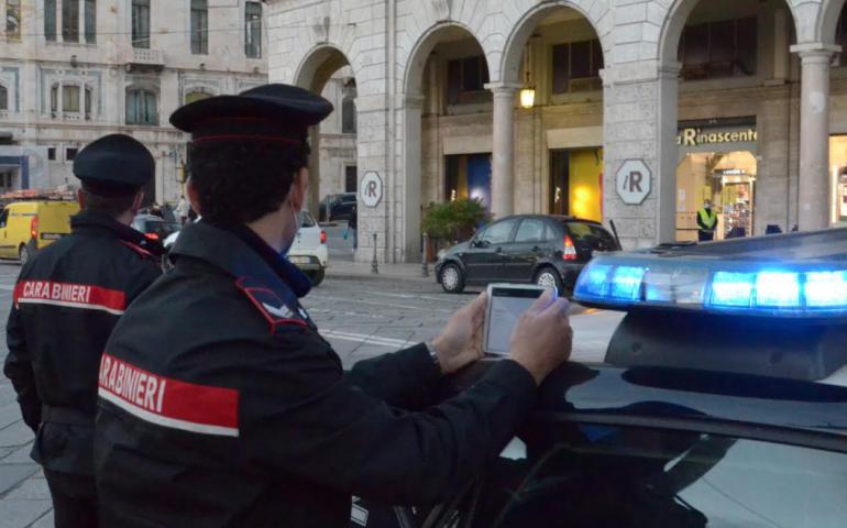 Ruba oltre 600 euro di merce dalla Rinascente e strattona la responsabile del negozio. Arrestato