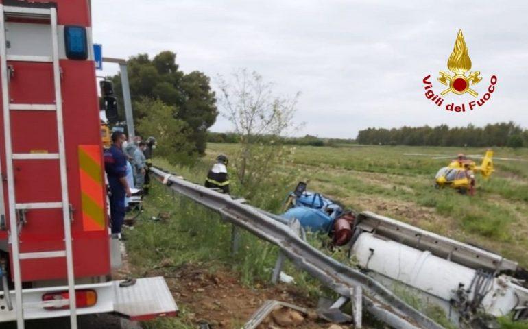 Camion dell'autospurgo esce di strada: conducente trasportato in elicottero all'ospedale
