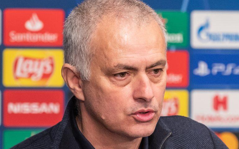 """Calcio, Mourinho nuovo allenatore della Roma: lo """"Special One"""" ritorna in Italia"""