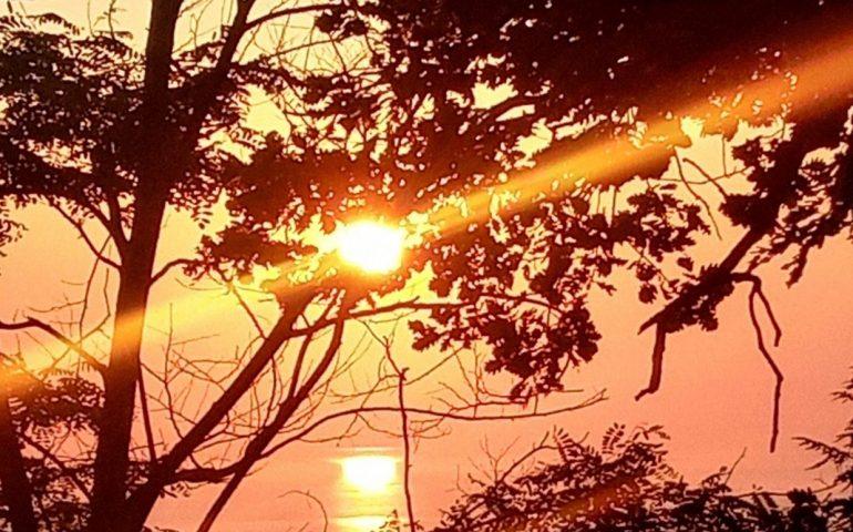 La foto. Sorge il sole sull'Ogliastra nello scatto di Sebastiano Micheli