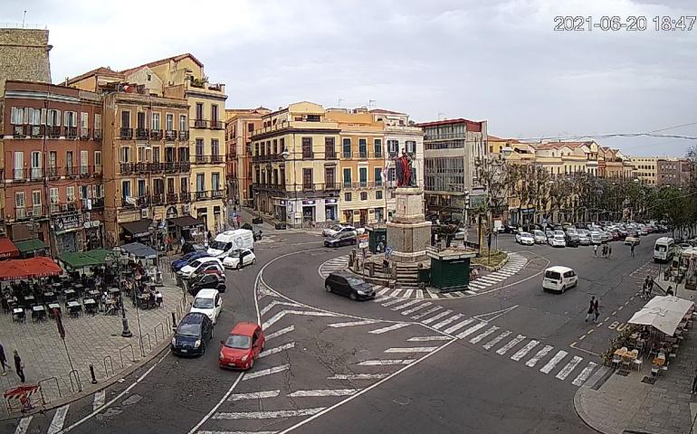 AirCam in piazza Yenne: la webcam in live streaming dell'ingegnere cagliaritano sbarca in città