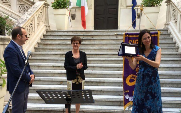 """Cagliari, dopo tanti rinvii causa pandemia ecco il premio Donna Sarda per Ambra Pintore: """"Alle sarde il rilievo che meritano nei miei lavori"""""""