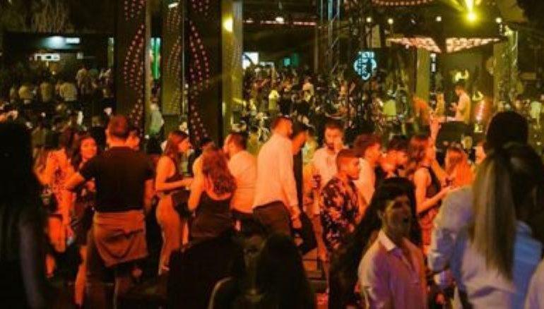 La Sardegna si prepara a tornare alle danze, discoteche riaperte entro i primi 10 giorni di luglio: in pista solo col green pass