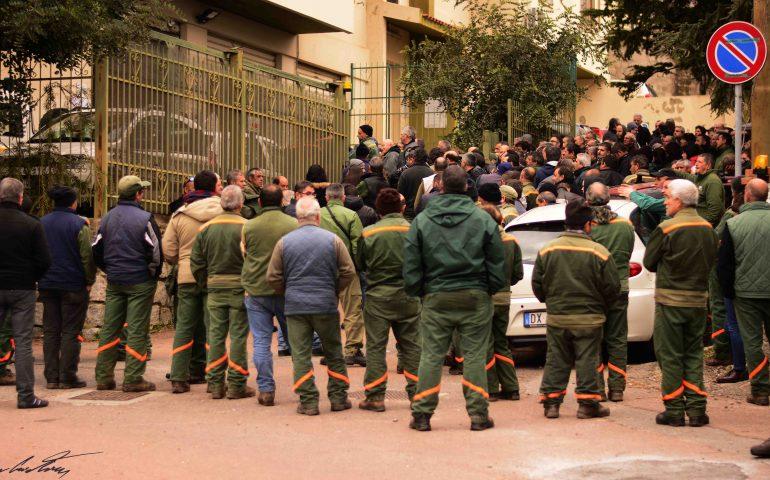 Lavoratori Forestas in piazza, domani due sit-in di protesta a Cagliari. Campagna antincendio a rischio