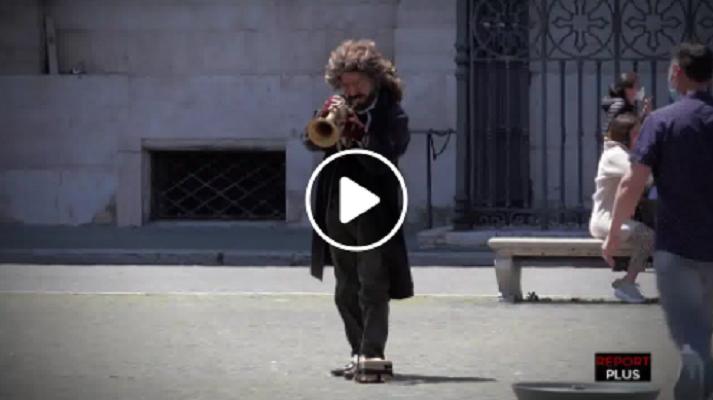 (VIDEO) Paolo Fresu si traveste da artista di strada e suona in incognito a piazza Navona