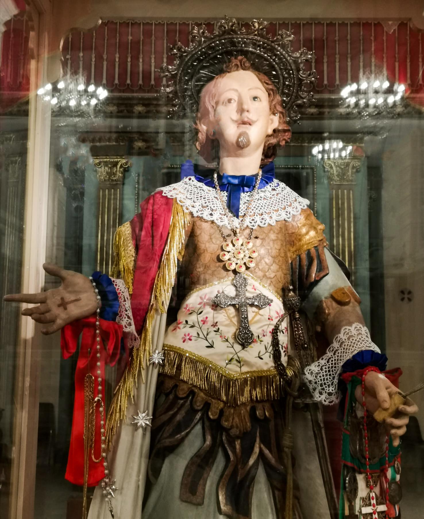 """Sant'Efisio con al collo un pendente de """"Il Prezioso"""""""