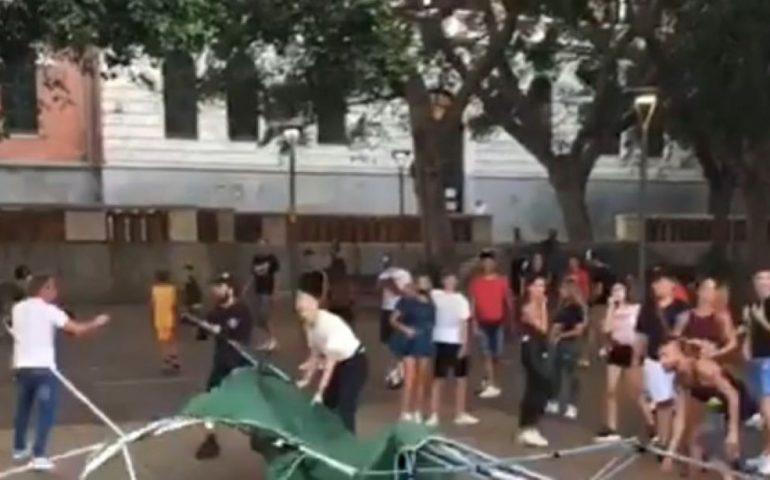 Cagliari, identificati e denunciati gli autori del raid contro il gazebo della Lega in piazza Garibaldi