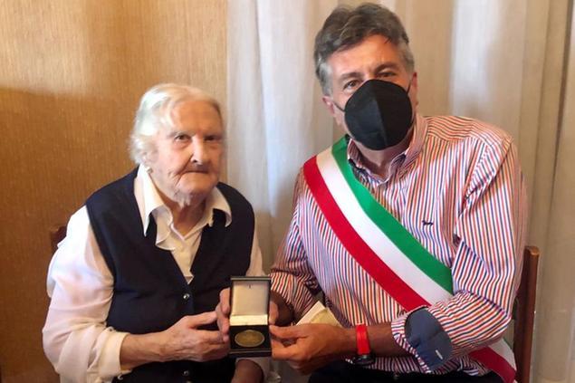 A Cagliari c'è una nuova centenaria, è la signora Maria Perla