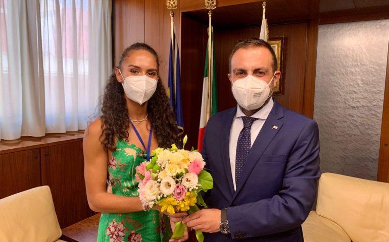 Anche la Sardegna avrà la sua portabandiera alle Olimpiadi: Dalia Kaddari riceve i 4 Mori dal presidente Pais