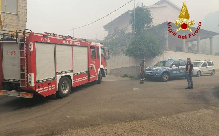 Oristanese, le fiamme arrivano a Scano Montiferro e minacciano San Leonardo