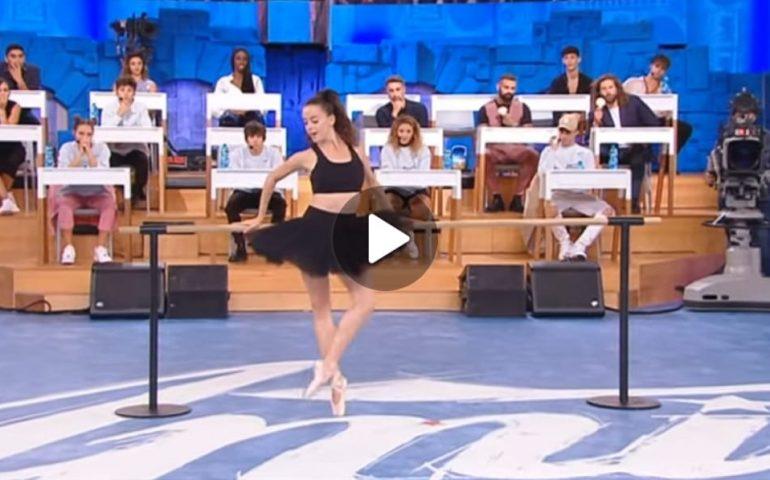 """(VIDEO) Da Selargius al palco di """"Amici"""" passando per l'Opera di Parigi: Carola Puddu incanta il pubblico di Canale 5"""