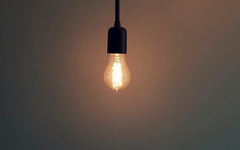 """Sardegna, il periodico """"balletto triste"""" dei trasporti: chi la cambia la lampadina fulminata?"""