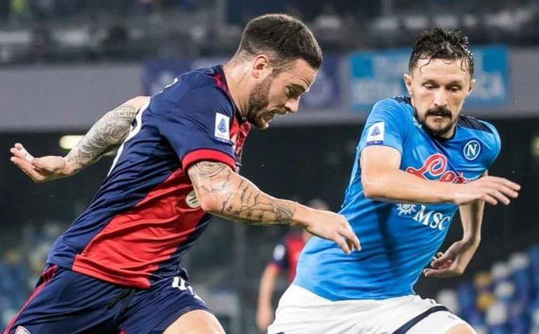 Cagliari inerme contro la capolista Napoli: non tira quasi mai in porta e perde 2-0