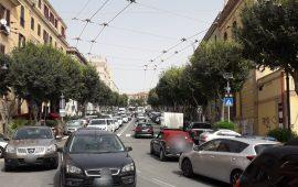 (FOTO) Manifestazione a Cagliari, traffico in tilt in centro: code d'auto lunghissime e caos