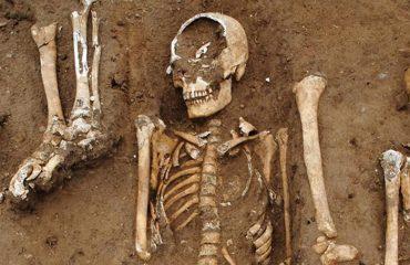 Inghilterra, trovato il pozzo della Peste Nera: lì vennero sepolte le vittime del terribile contagio