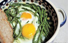 La ricetta Vistanet di oggi: uova fritte con asparagi selvatici