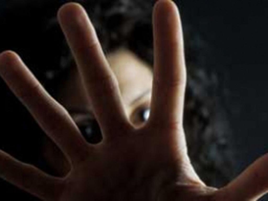 Picchia la moglie e minaccia il figlio 15enne con un'ascia. Succede a Gonnesa