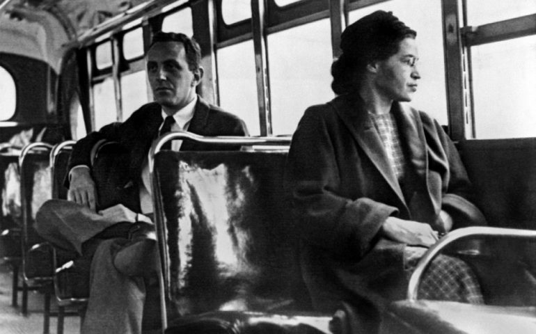 Accadde oggi. Il 4 febbraio 1913 nasce Rosa Parks. Con il suo celebre NO sfidò il razzismo diventando paladina dei diritti civili