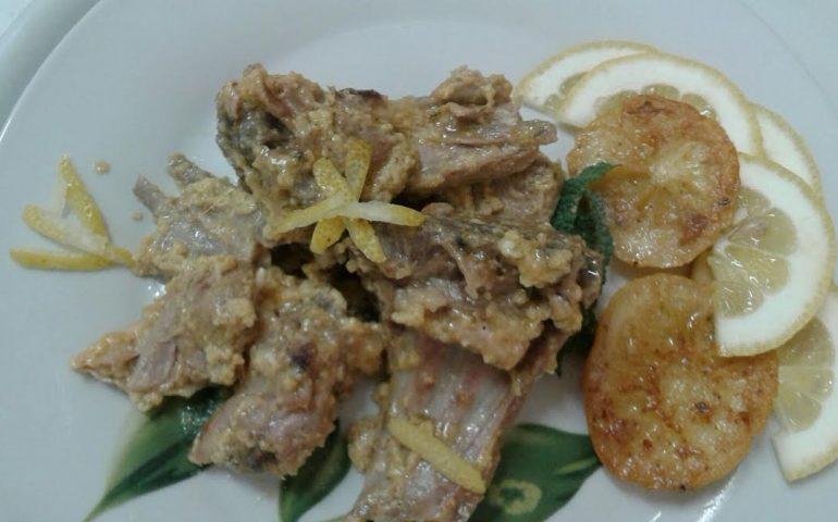 Agnello con uovo e limone: prelibatezza per il pranzo di Pasqua (ricetta)