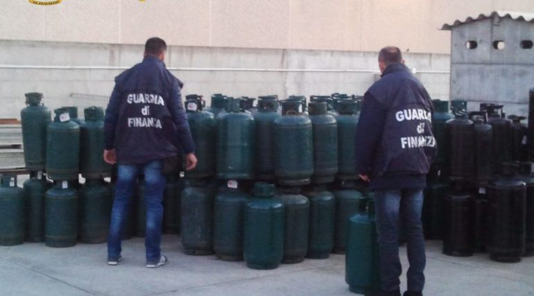 Nuorese, sequestrate oltre un centinaio di bombole GPL non a norma a elevato rischio: due denunciati