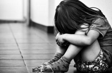 Arrestato pedofilo: portava la figlia di tre anni ai suoi incontri sessuali
