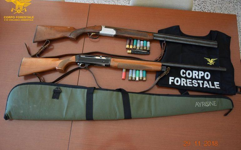 Caccia abusiva, due uomini nei guai: sequestrati due fucili e una carabina ad aria compressa con matricola non rilevabile