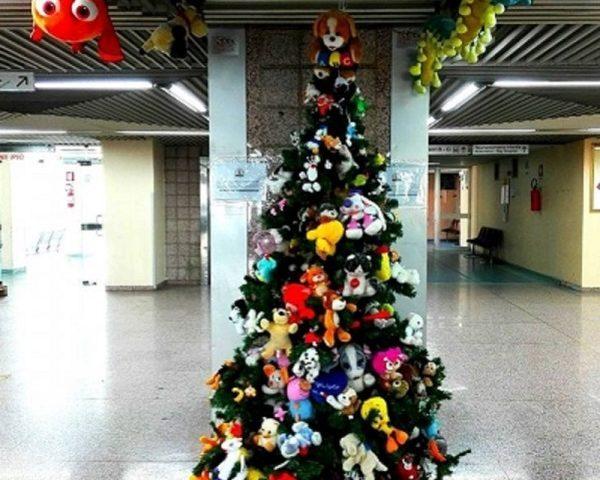Niente addobbi e luminarie negli ospedali sardi: per ragioni di sicurezza al bando alberi di Natale e presepi