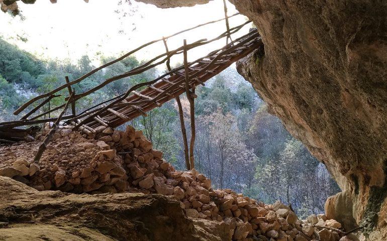 Il ponte de Su Marinau nel supramonte di Baunei ricostruito dai volontari