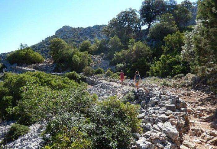 Scivola e si ferisce sul sentiero per Cala Goloritzé, 23enne soccorsa dal Soccorso Alpino e Speleologico
