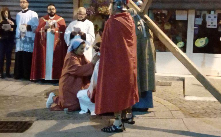 (FOTO) Jerzu, ieri la suggestiva rappresentazione della passione e morte di Gesù: in centinaia alla Via Crucis vivente
