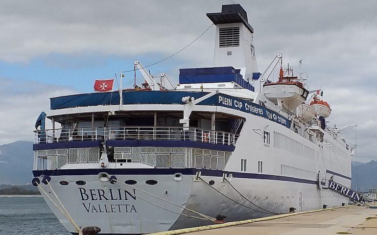 La nave da Crociera Berlin attracca ad Arbatax. 400 turisti ammirano le bellezze del territorio