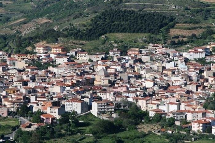 Mamoiada rimuove i Savoia dalla toponomastica del paese