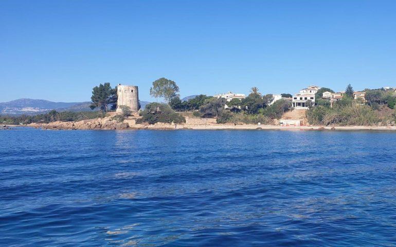 Un cantiere in riva al mare di Santa Maria Navarrese. La denuncia del GrIG