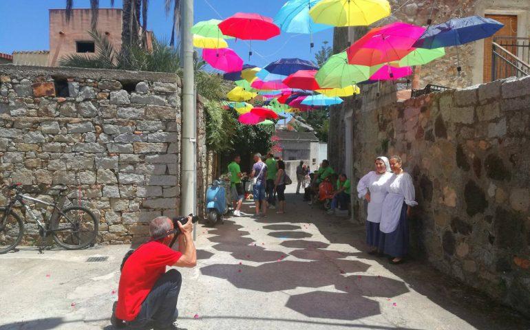 """Primavera nel cuore della Sardegna. Bari Sardo presto addobbato a festa, in arrivo """"Goparis de Froris de Santu Giuanni"""""""