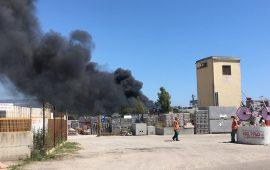 Grave incendio nella zona industriale di Tortolì: Sindaco firma ordinanza con le misure da adottare